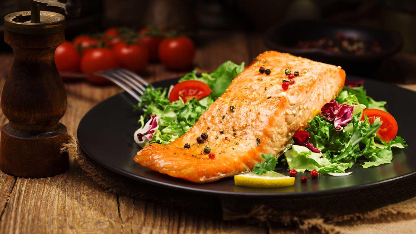 Lachs mit gemischtem Salat